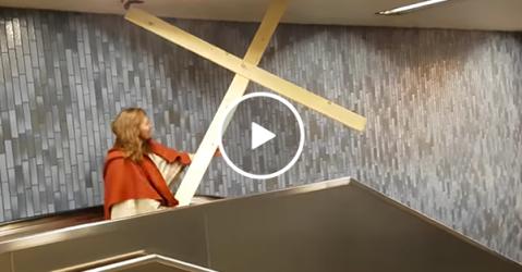 Man dressed as Jesus encounters trouble on escalator (Video)