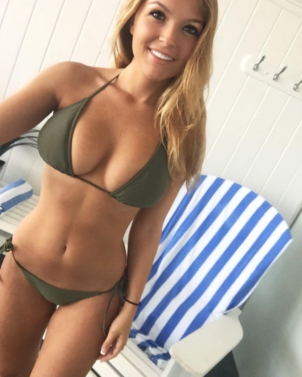The beautiful Sofia Bevarly is here make your day better that parent life (32 photos/video)