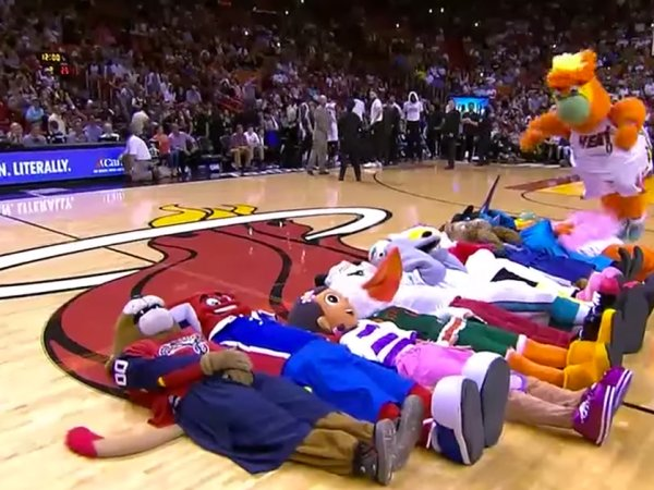 Sport's mascots failing in a multitude of ways (15 GIFs)