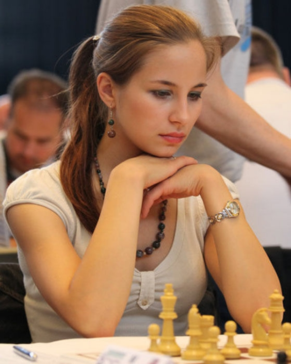 smart chickschess never looked so interesting 232 Chess just got sexy with these smart girls (53 Photos)