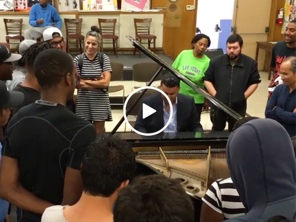 Classic pianist performs Dr. Dre songs, is certified G (Video)