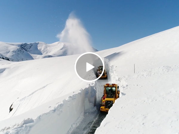 Drone footage of snow clearing in Norway's Trollstigen Mountain(Video)