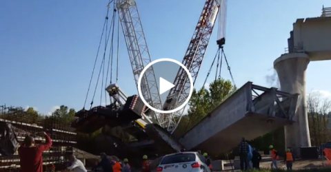 Crane collapses during construction (Video)
