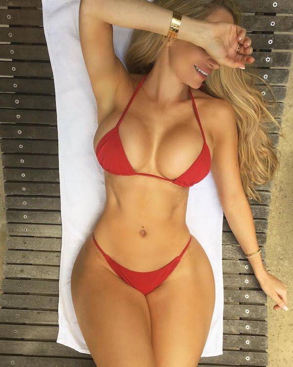 Amanda Lee: This IG model makes more than you do just by posing with water bottles (32 Photos)888