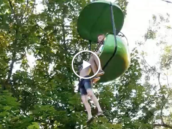 Waterpark visitors save girl hanging from skyride (Video)