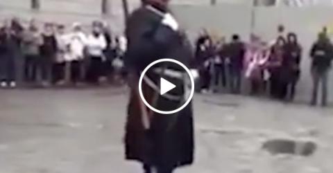 Swedish guard steps on a lego [00:08] (Video)