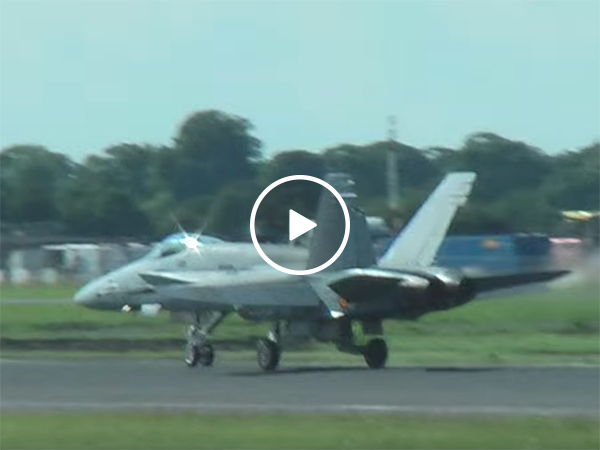 Irish guy comments on F18 take off