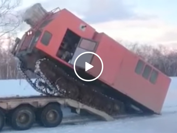 Truck falls mounting a trailer