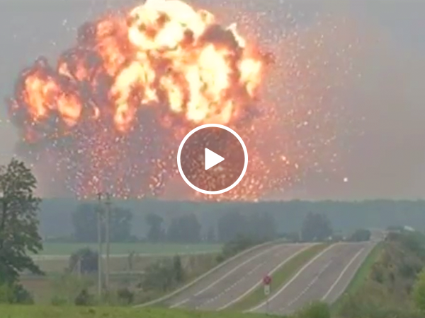 Ukrainian arms explosion forces thousands to evacuate (Video)