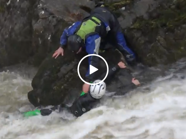 Kayaker saves friend in amazing river rapids rescue (Video)