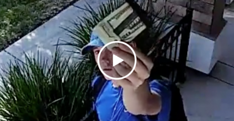 Teen returns wallet with $1500 | restores faith in humanity (Video)