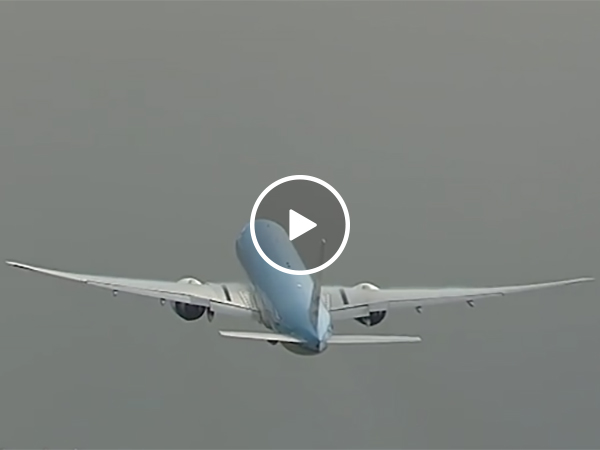 Plane Gets Hit By Lightning As it Takes Off