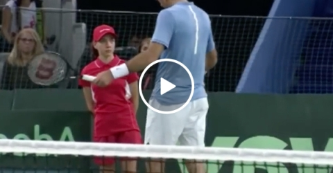 Tennis Player Juan Martin del Potro helps out Injured Ballgirl