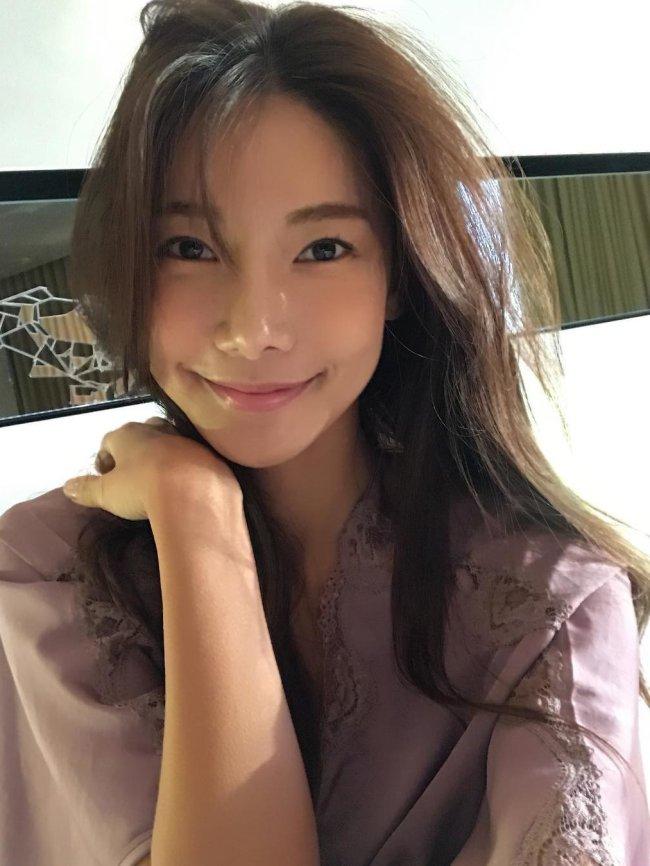 Sexy Hot Cute Asian Girl Photos Beautiful 777