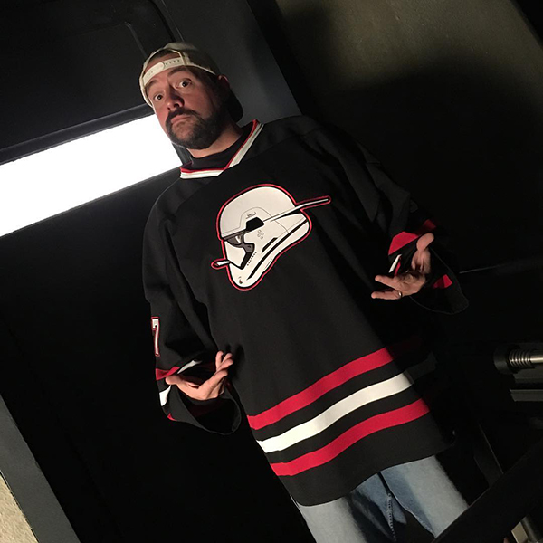 kevin smith survived a massive heart attack and were all behind him 20 photos 1 Kevin Smith suffered a massive heart attack, Internet rallies behind him (20 Photos)