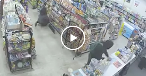 Guy Tries to Rob A Store but a Good Samaritan Stops Him