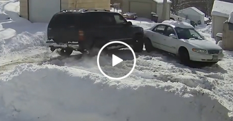 Lazy man learns hard lesson after failing to clear snow (Video)