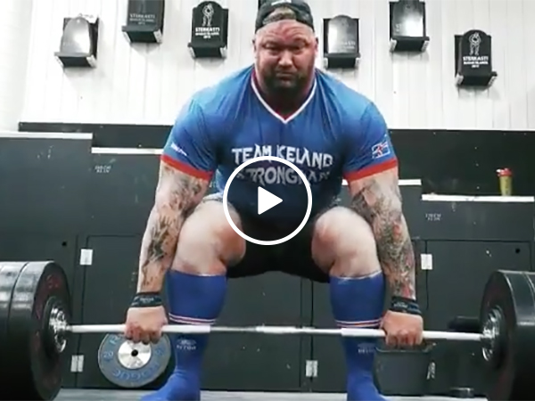 The Mountain from Game of Thrones deadlifts 1,000 Pounds
