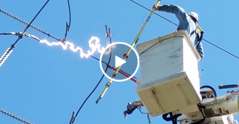 Electrician gets close cal with 115kv bolt of electricity (Video)