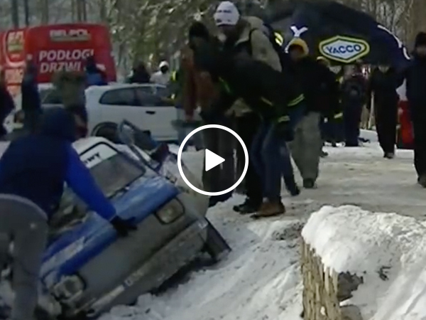 Polish rally fans lift car out of ditch during race (Video)