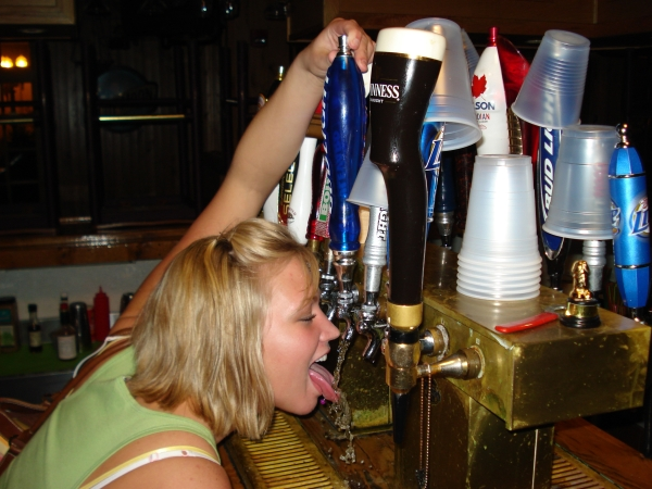 Funny Drunk Fails and Party Fouls : Mistakes were made last weekend (34 Photos)