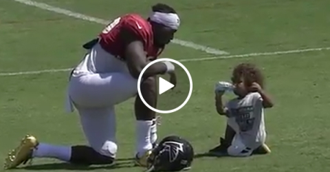 Mohamed Sanu and his Son Have Touching Interaction At Falcons Practice
