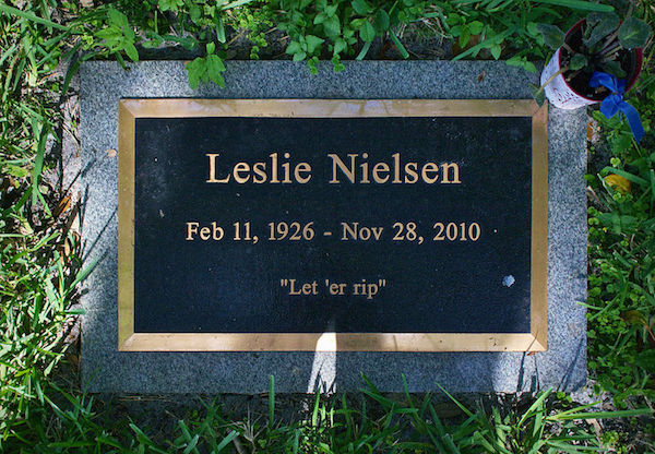 800px leslie nielsen headstone copy People share what movie line theyd have chiseled on their tombstone if they had to choose (25 Photos)