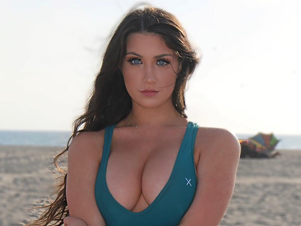 Sexy Girls With Big Boobs Posting. Cleavage Saturday is becoming our favorite tradition (32 Photos)