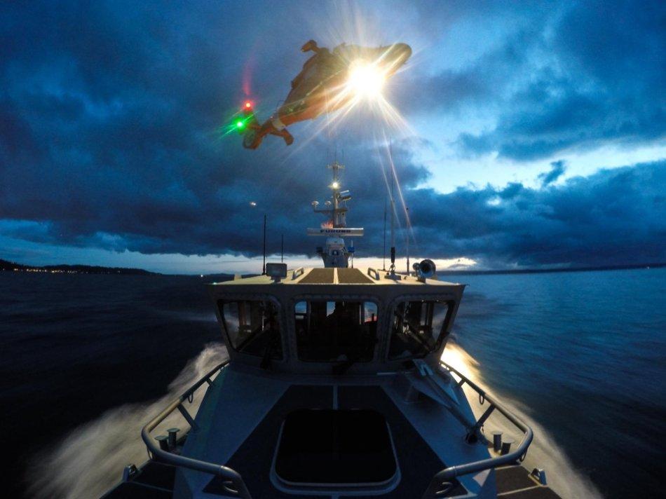 Coast Guard Wallpaper Dangerous Waves Hero Pictures 2021 Tribute Chive(79 HQ Photos)