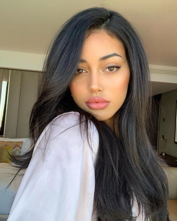 Attractive Latina Women Taking Sexy Selfies classic (30 photos)33