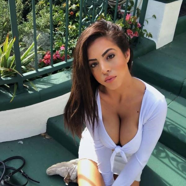 Attractive Latina Women Taking Sexy Selfies classic (30 photos)44