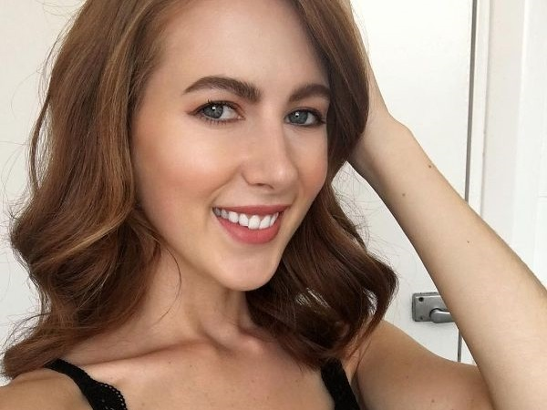 Put simply, Scarlett Howard is a beautiful redhead girl (32 Photos)