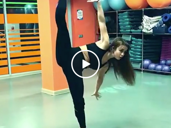 Sexy Dancer used 'Mating Dance!' It's super effective! (Video)