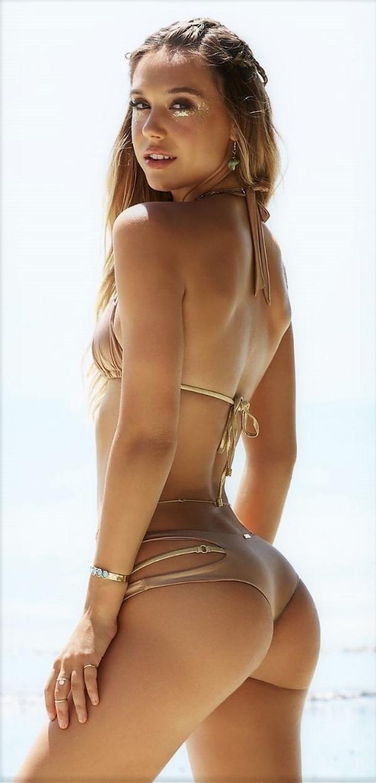 Attractive Girls wearing extra small bikinis (51 Photos)