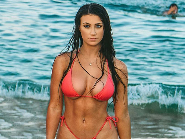 Beautiful and Sexy Girls Posting Bikini Pictures on ART : Hotness like this is out of control (32 Photos)