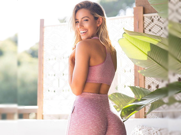Beautiful Girl and Gorgeous Women Posting Workout Pictures on Instagram Yoga pants are trendy anytime of the year (31 Photos)