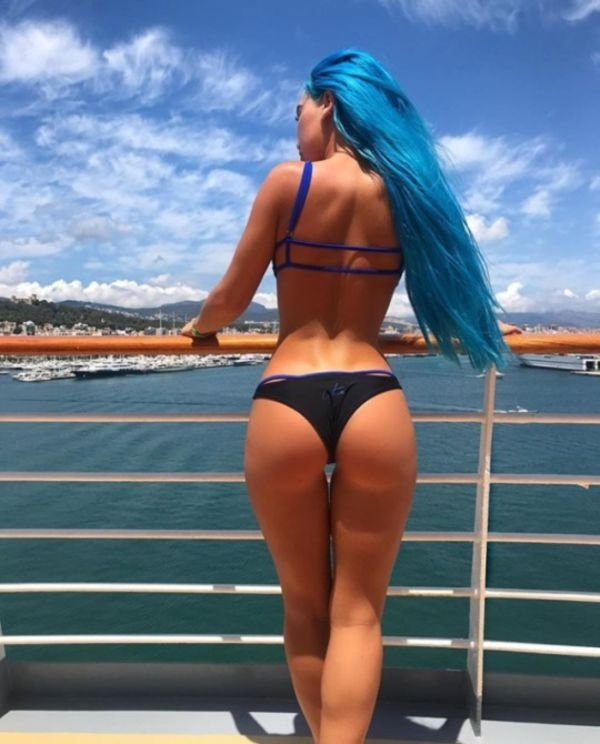 5ca9e30bc12898ad3a9caa1c5a7a80f5 width 600 These dyed hair girls will add some color to your life (39 Photos)
