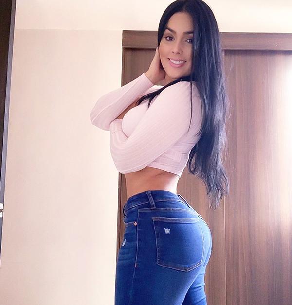 jessiruizfm 69560151 2170810959885670 6005465729325883705 n copy Tight jeans, the struggle continues... (46 Photos)