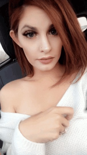 Hotness Gallery of cute girls taking car selfies .PSA: Come to a complete stop before taking a Car Selfie (33 Photos) 5