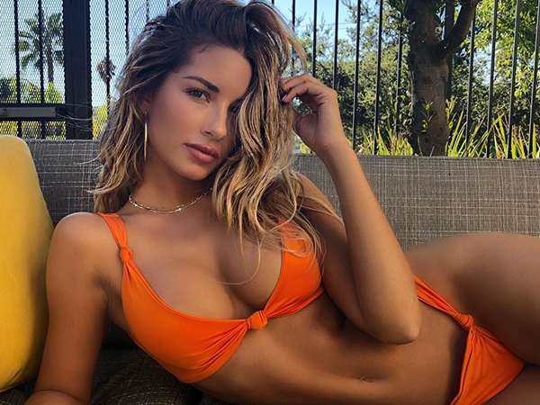 Sierra Skye has more curves than a racetrack (31 Photos)