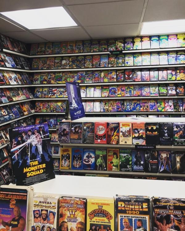 nostalgic guy recreates block buster video store in his basement 2 Nostalgic guy recreated a 90s Blockbuster store in his own basement (20 Photos)