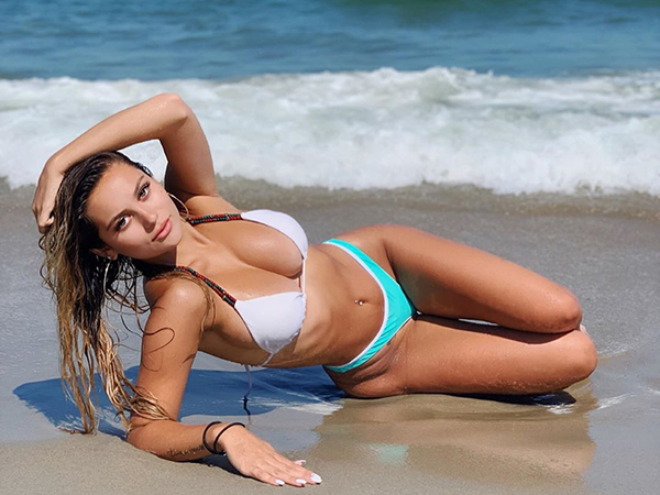 Sexy Women Posting Modeling Pictures on Instagram (31 Photos)