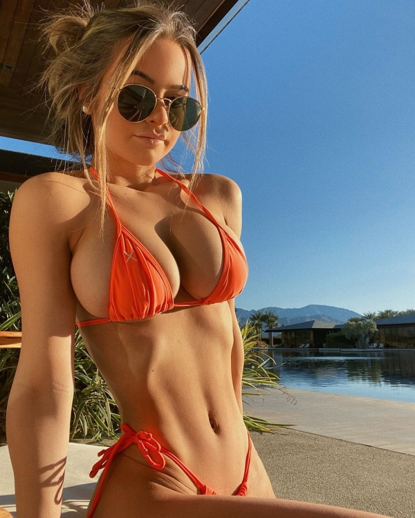 When you're squeezing out of your tiny bikini (50 Photos)