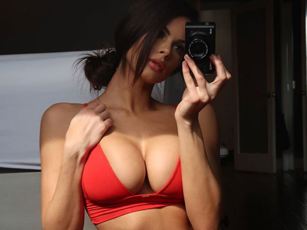 Girls in mirror 2020-Your reflection, I like it (35 Photos)