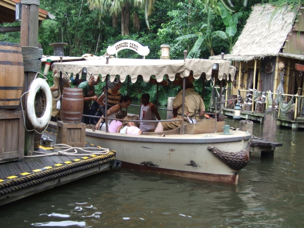 Disney Jungle Cruise Sinking Boat Twitter Jokes Humor 21 A Jungle Cruise boat sank at Disney World and the internet is having a magical field day