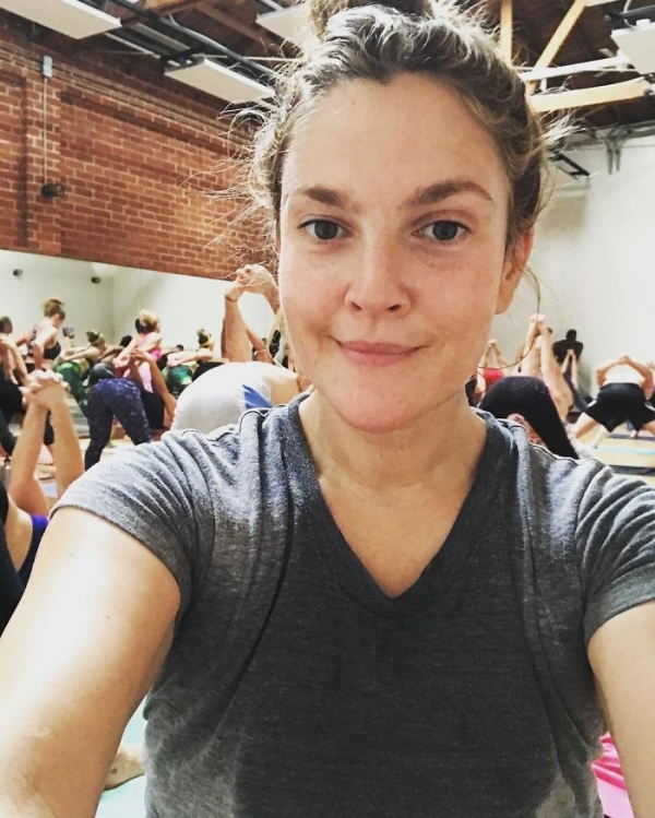 Celebrities rocking the no makeup look and killing it (28 Photos)