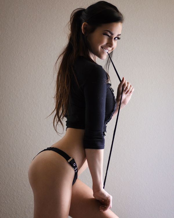 Let's check in with Niece Waidhofer, shall we? Go On? (32 Photos) 12