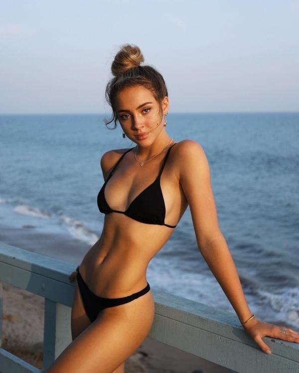 18628a55dda897f9e81c202476868560 Lets take a mental trip to Bikini Bay... (88 Photos)