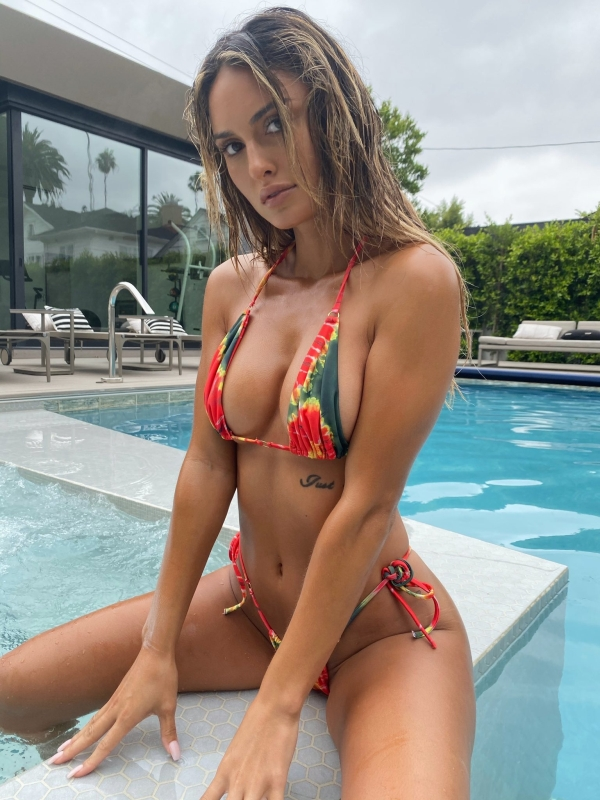 0a5c40bd4c6169f80f10ad0a42e56417 Bikinis are a rare sight this year, but theyre out there I tell ya! (97 Photos)