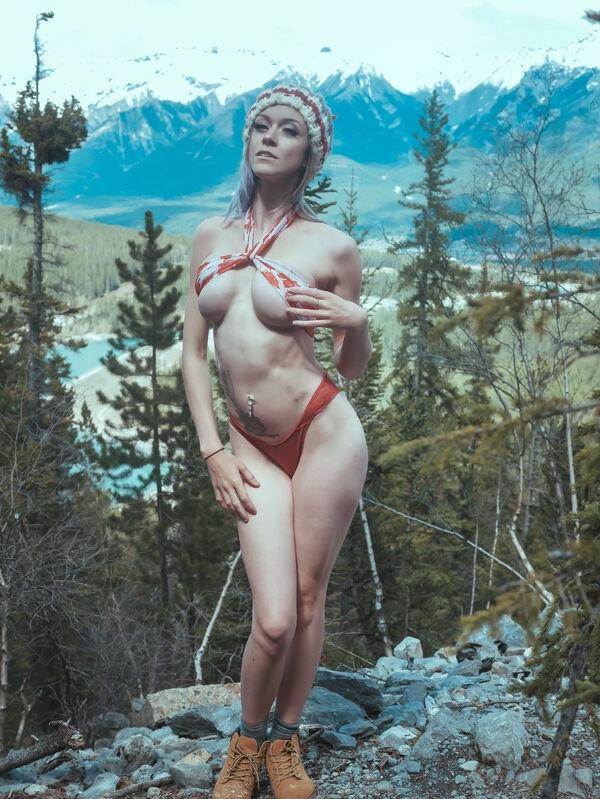 0b24048e37e1d96b33078fb0c66ae751 width 600 1 The Great Outdoors is the sexy call of the wild...(52 Photos)